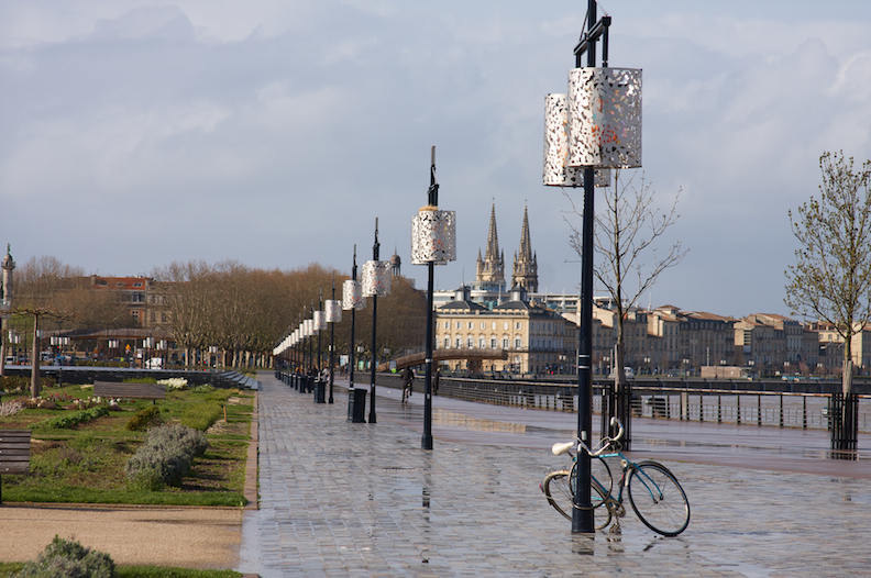 The riverwalk and quays along the Garonne River